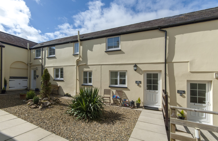 Pet free Pembrokeshire holiday cottage with shared courtyard