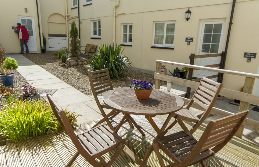 Pembrokeshire holiday cottage with shared courtyard garden