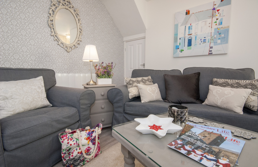 Cosy 'bolt hole' for two by Pembroke Castle