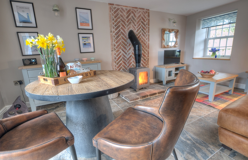 Romantic cottage Wales - dining