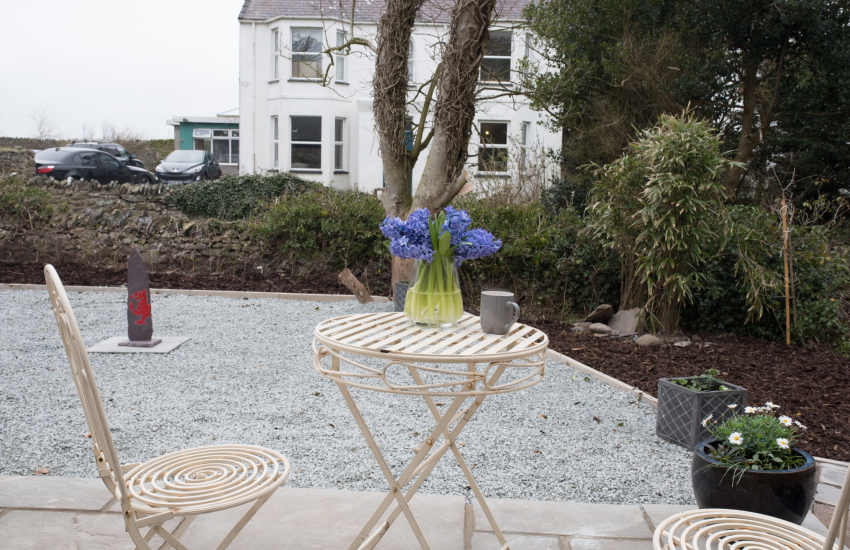 Pet friendly holiday cottage  Anglesey  -  garden
