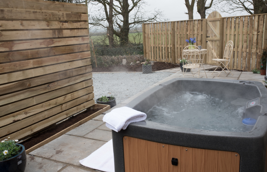 Romantic cottage with hot tub Wales