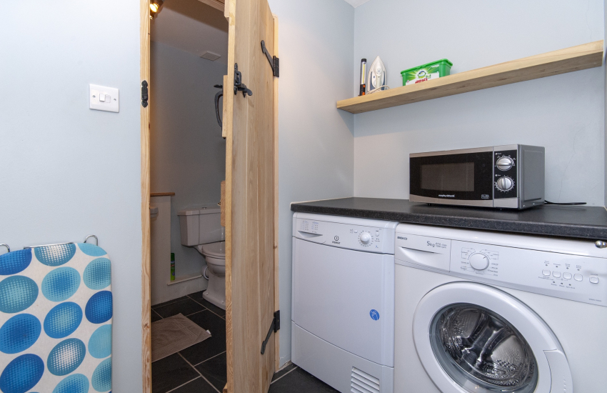 Kiln House holiday cottage Pembrokeshire-cloakroom