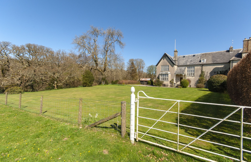 Gwaun Valley Manor house with 1 acre of lawn and woodland gardens - dogs welcome