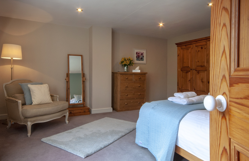Holiday cottage near Abermawr - master bedroom