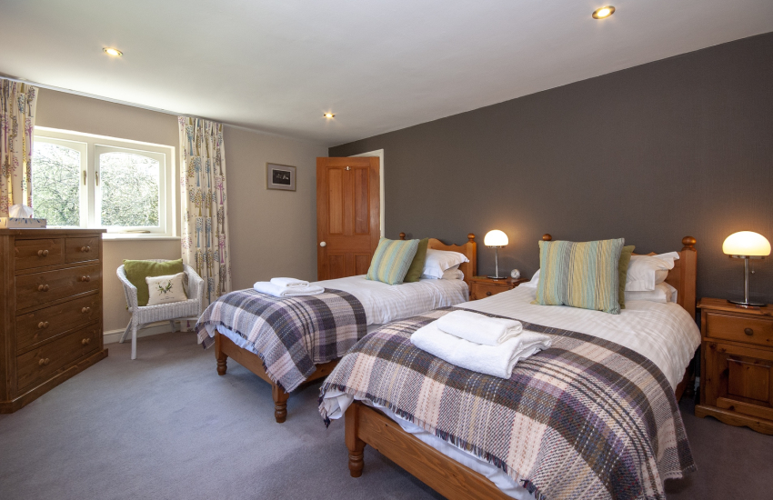 Abercastle holiday cottage sleeps 4 - spacious twin bedroom