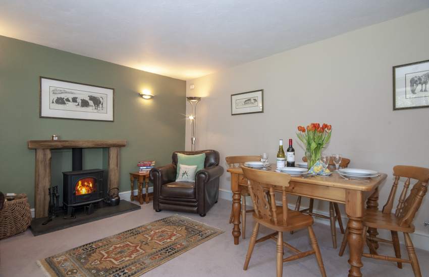 Abercastle holiday cottage - cosy sitting/dining room