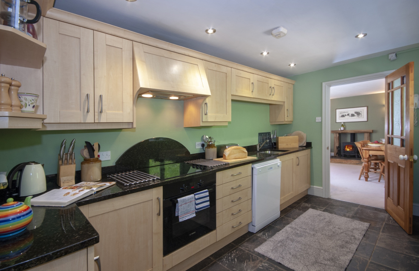Self catering Pembrokeshire - fully fitted Sigma kitchen with granite worktops