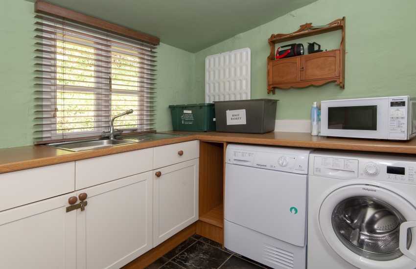 Mathry holiday cottage with fully equipped utility room