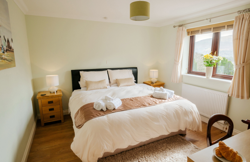 Large house Brecon Beacons holiday-double bedroom