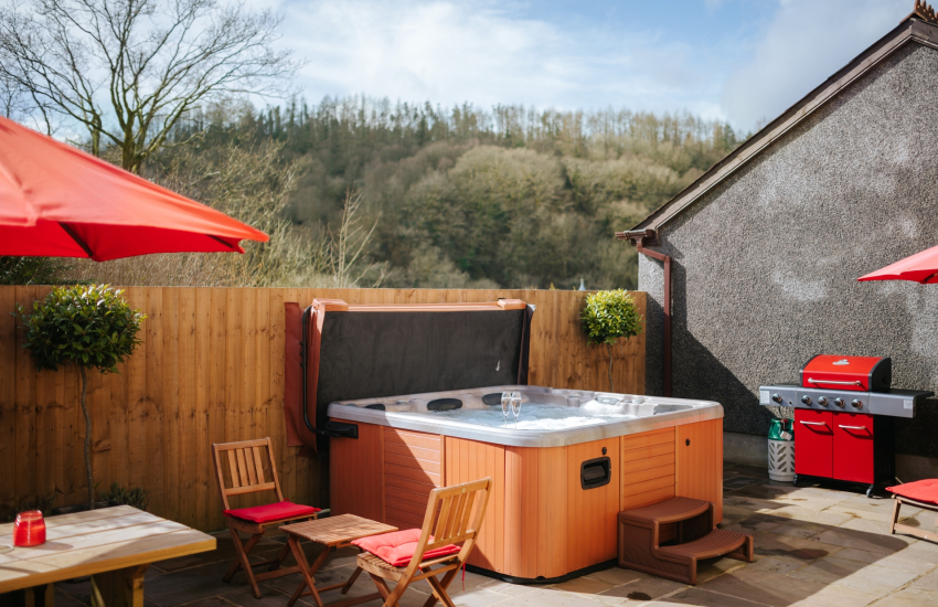 Hot tub cottage holiday dogs welcome