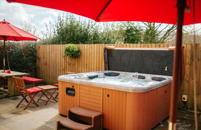 Garden hot tub Brecon Beacons