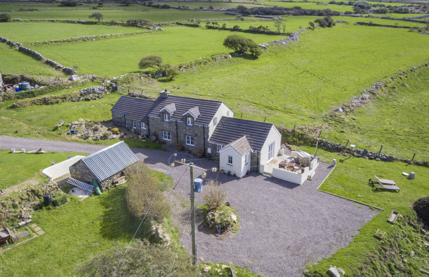Pembrokeshire cottage holiday with hot tub