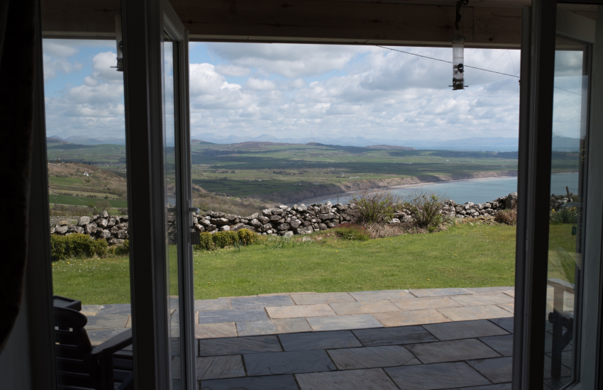 Luxury holiday cottage with sea views - lounge