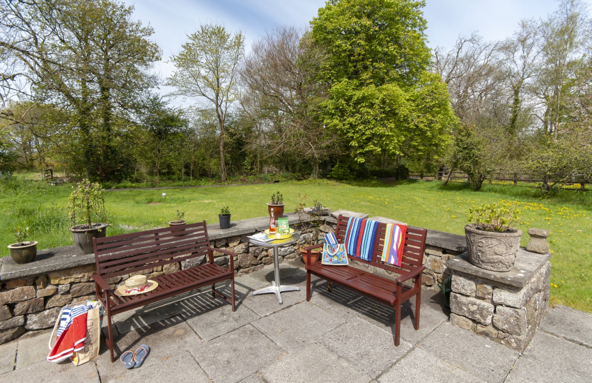 Gower - dog friendly holiday home with large patio and lawned gardens