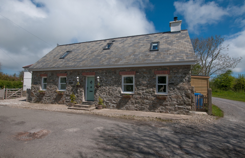 North Wales cottage with hot tub - exterior