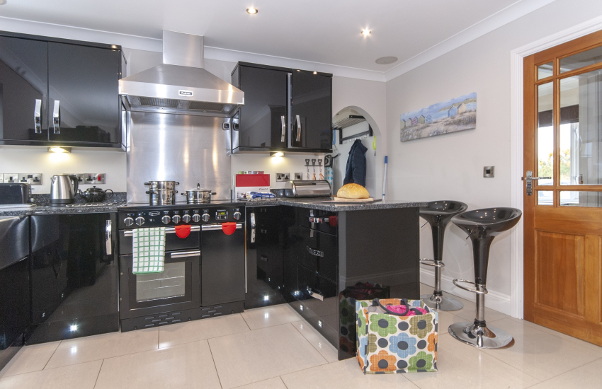 Self catering North Pembrokeshire cottage - luxury modern open plan kitchen/living room