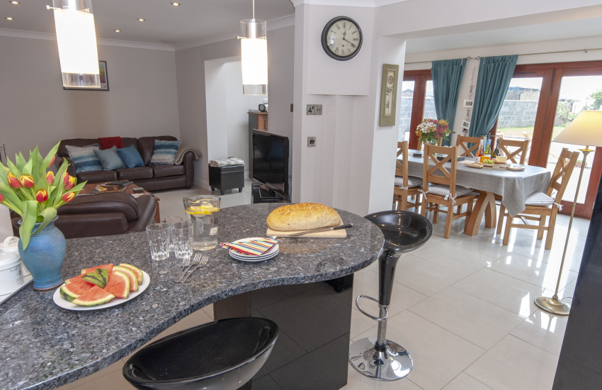 Self catering North Pembrokeshire cottage - luxury modern kitchen