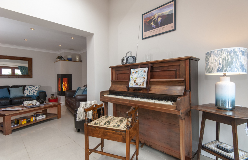 Porthgain holiday cottage with piano for singalong's