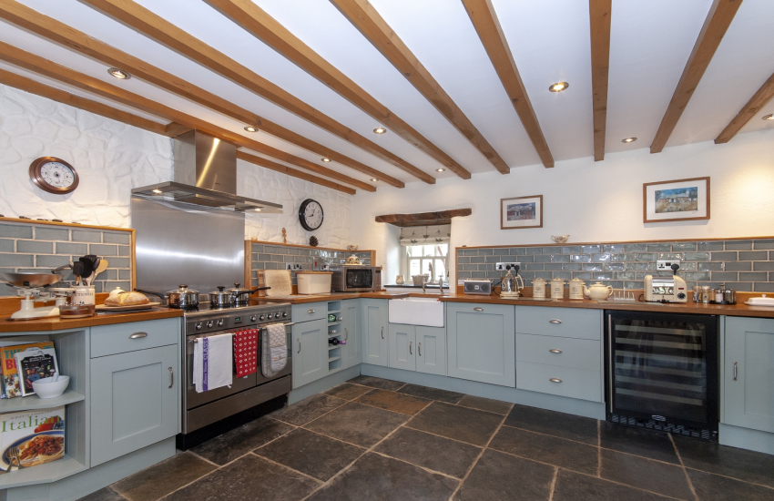 Mathry village self catering cottage - luxury open plan farmhouse kitchen/dining area