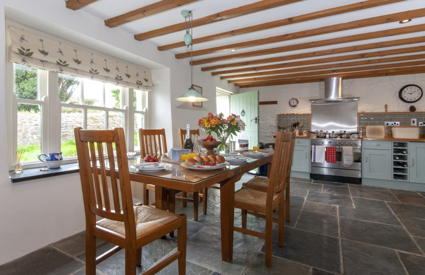 Self-catering Mathry cottage - spacious open plan kitchen/dining area