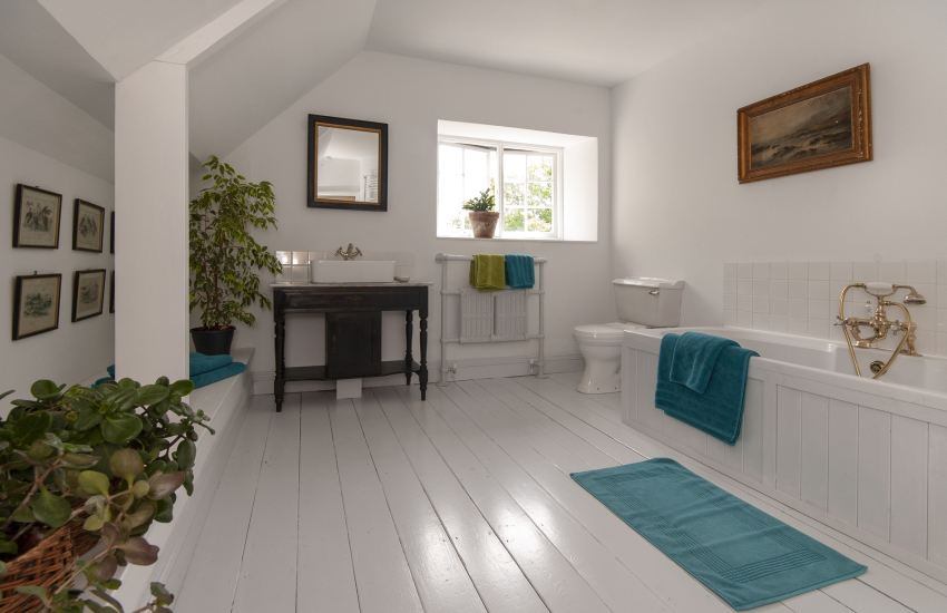 Creselly holiday house - large family bathroom