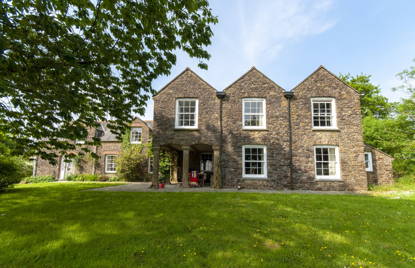 Cresselly family home over 250 years old with large gardens - pets welcome