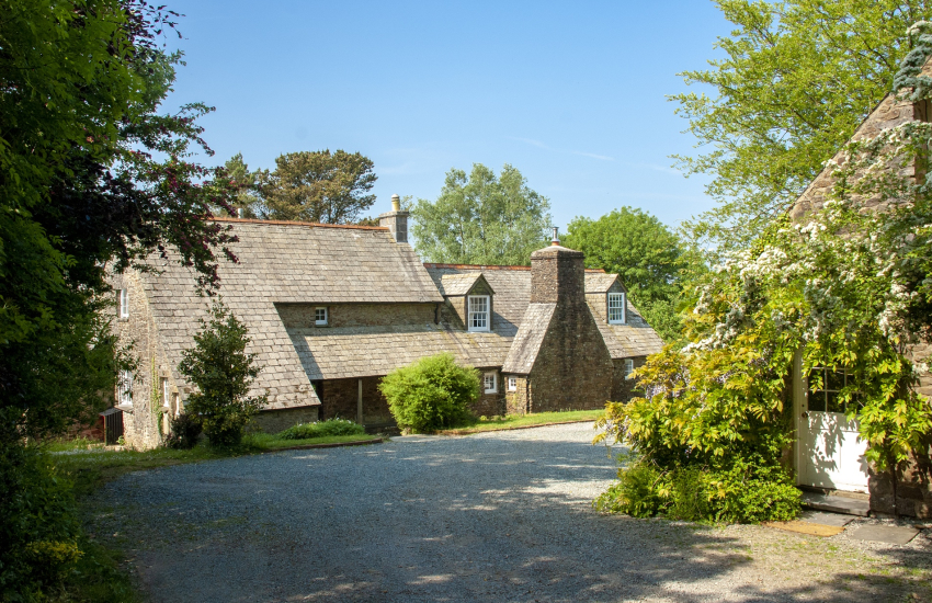 Creswell Quay large family home with large gardens - dogs welcome