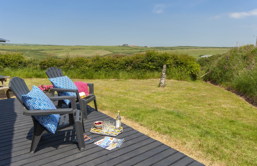 Coastal cottage near Newgale - deck with coast and country views