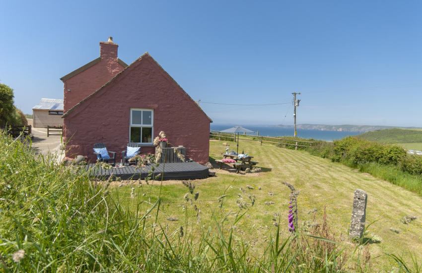 Newgale holiday cottage - gardens with sea views