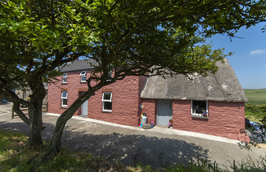 Cosy traditional stone holiday cottage near Newgale Beach