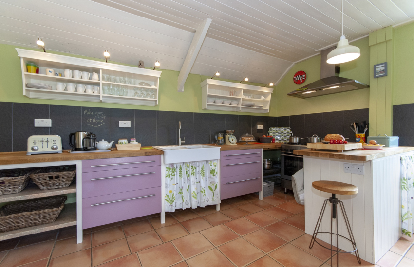 Self-catering Newgale - spacious cottage style kitchen with Belfast sink