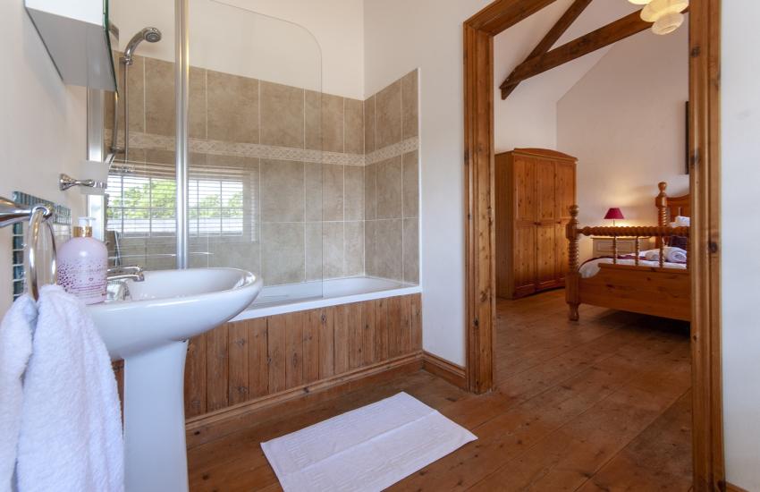 Solva holiday home - master en-suite bathroom with shower over bath