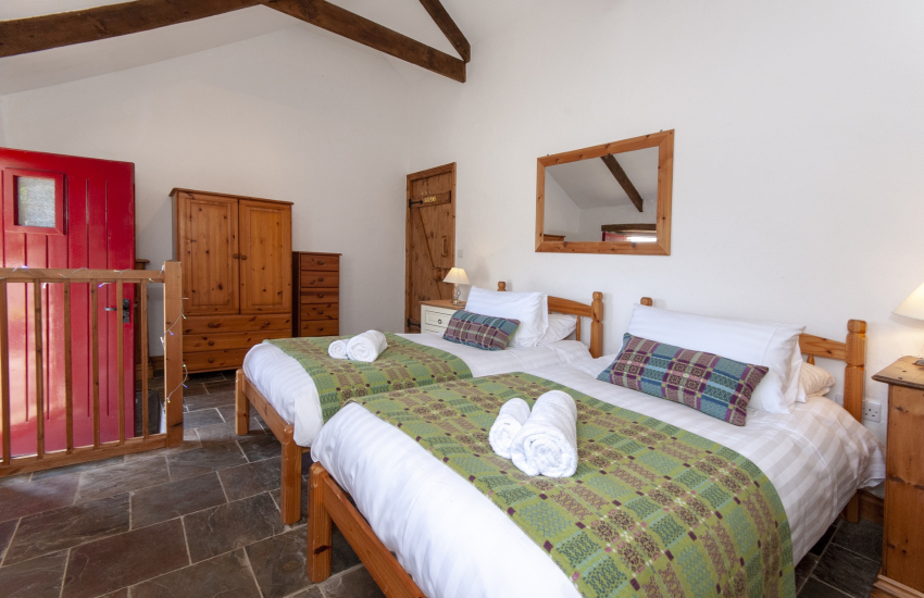 Newgale self catering for 9 guests - twin