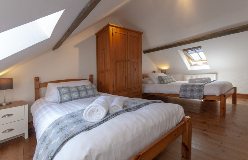 Solva self catering for 9 people - first floor twin with rural views