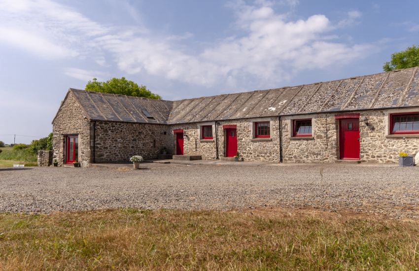 Solva -pet friendly holiday barn conversion with wild garden - dogs welcome
