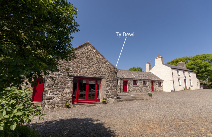 Ty Dewi Barn and Ffynnonddewi Farmhouse can be booked together to accommodate 15 guests