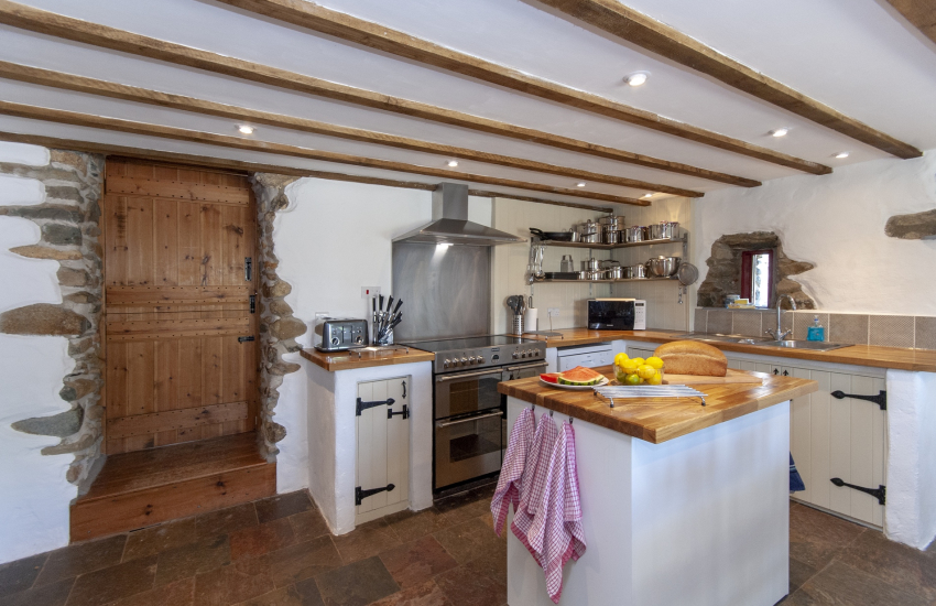 Self catering North Pembrokeshire barn conversion - large luxury farmhouse style kitchen/diner