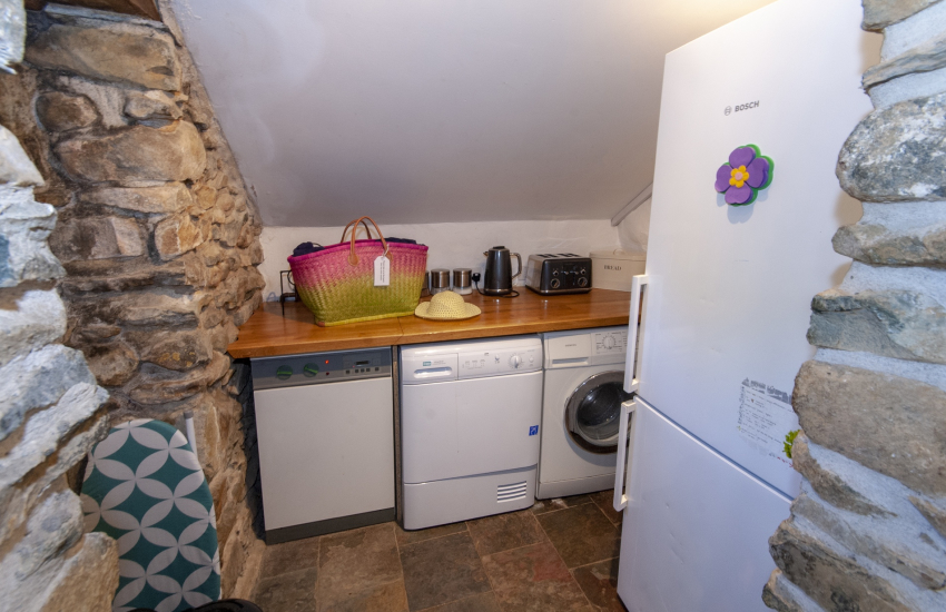 Ty Dewi, Solva - utility room off the kitchen area