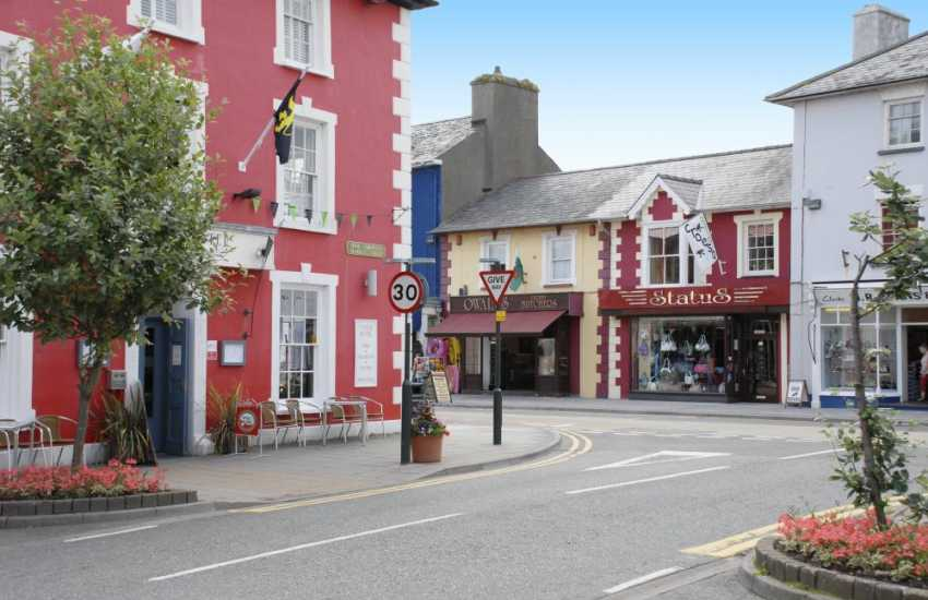 Aberaeron with its brightly painted Georgian houses has a wide variety of restaurants, art, craft and coffee shops to choose from
