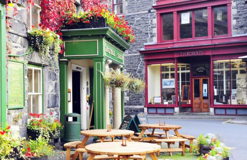 T.H Robert's` internet cafe in Dolgellau,serving enormous home-made cakes & savoury snacks