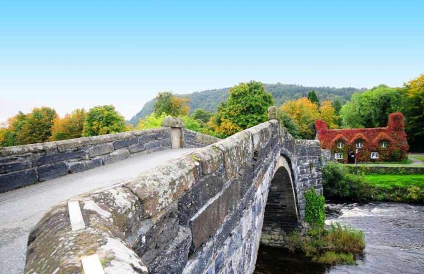 The famous Inigo Jones (1636) bridge and pretty cottage which serves cream teas