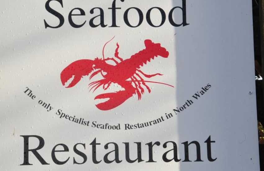 Twnti Seafood popular restaurant between Pwllheli and Abersoch - 'Twnti' is a specialist seafood restaurant and well worth the journey to enjoy their extensive menu that uses local produce