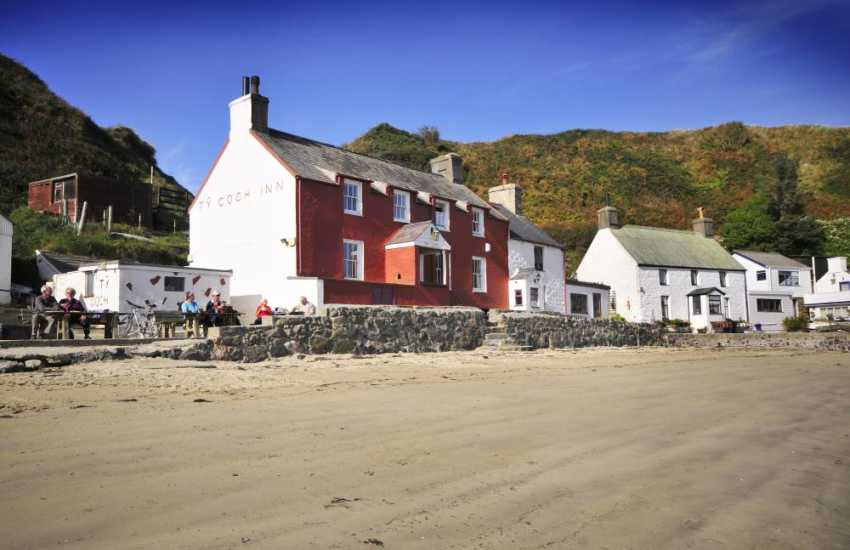 The Ty Coch Inn on the shore at Porth Dinllaen - enjoy an afternoon pint on the beach!