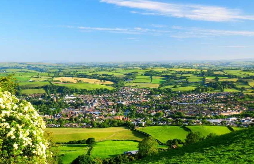 The nearby market towns of Newtown & Welshpool are surrounded by a patchwork of undulating hills and pastures