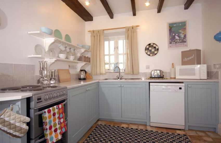 Self-catering St Davids - country kitchen/diner