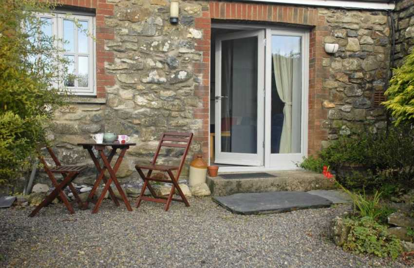Pembrokeshire coastal cottage - front courtyard