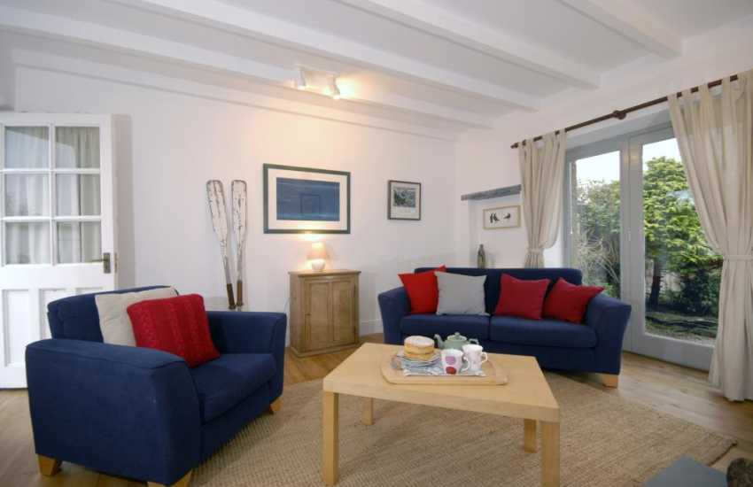 Pembrokeshire coastal holiday cottage sitting room - WiFi/Internet