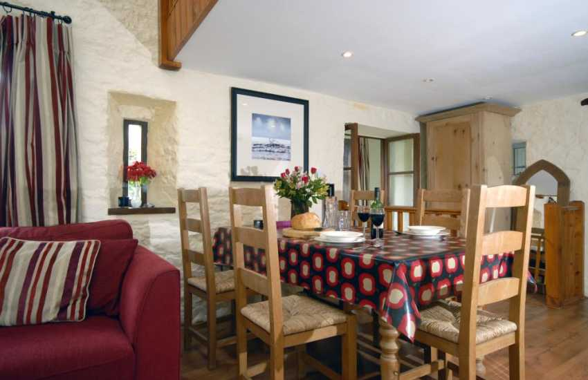 Cosy Pembrokeshire holiday cottage - dinning area