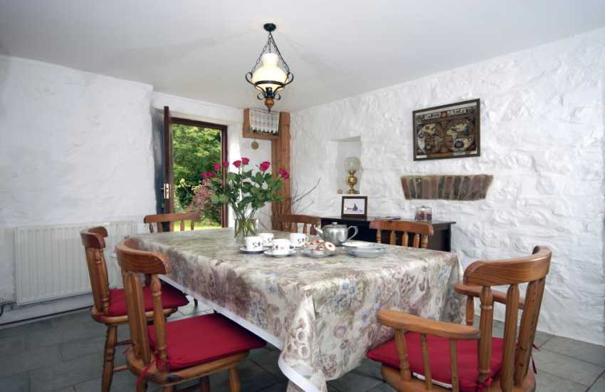 Self catering Pembrokeshire cottage - dining room
